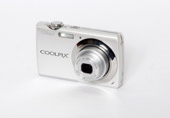Nikon_Coolpix_S225_product.jpg