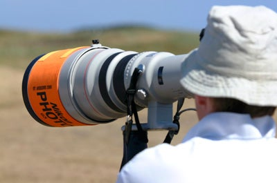 Canon fast telephoto lens in use