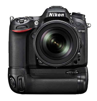 Nikon D7100 battery grip