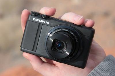 Olympus XZ-10 Front