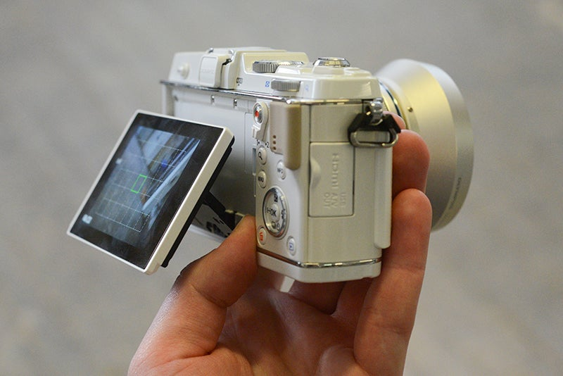 Olympus E-P5 side view