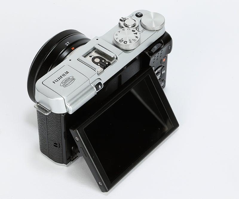 Fujifilm X-M1 Review - tiltable screen