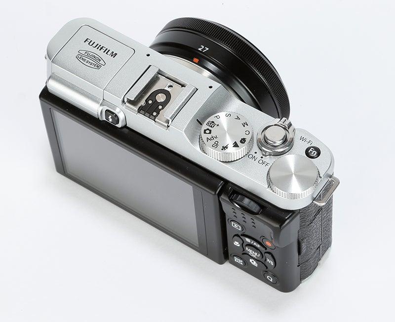 Fujifilm X-M1 Review - top view shooting controls