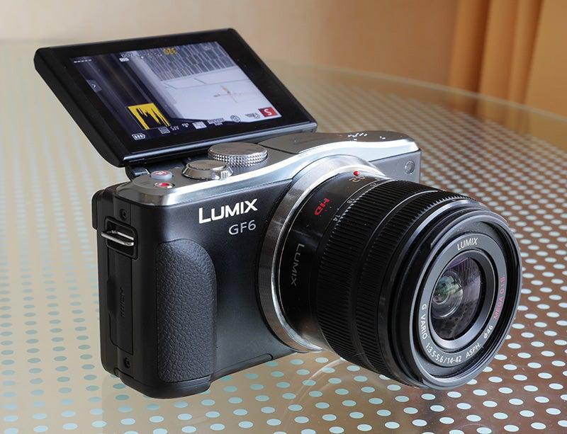 Panasonic Lumix GF6 front screen