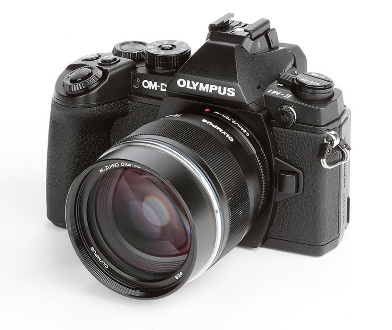 Olympus OM-D E-M1 Review – angled