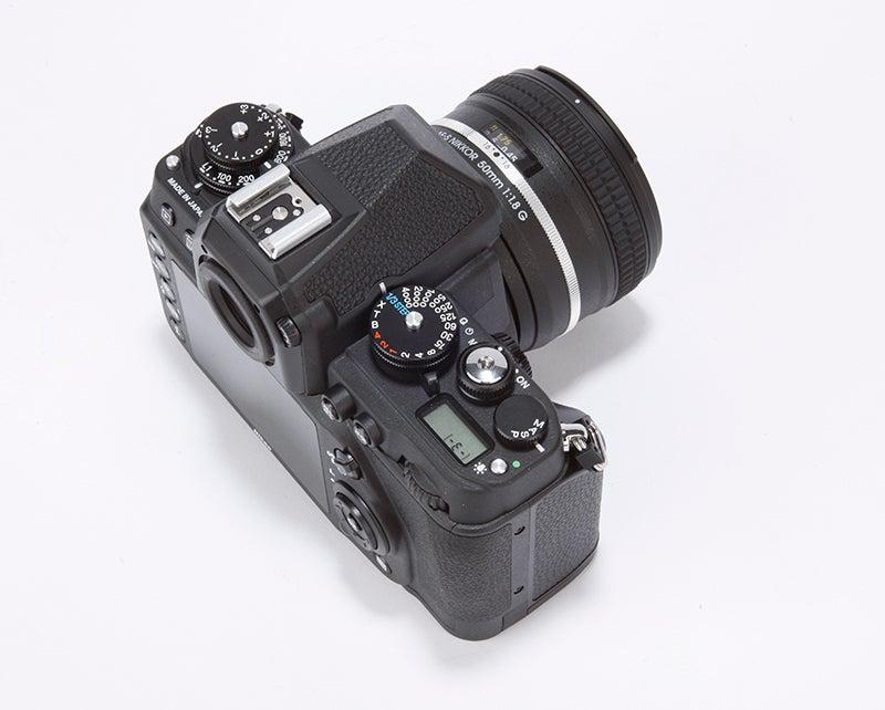 Fujifilm X-T1 vs Nikon Df - Df rear angled