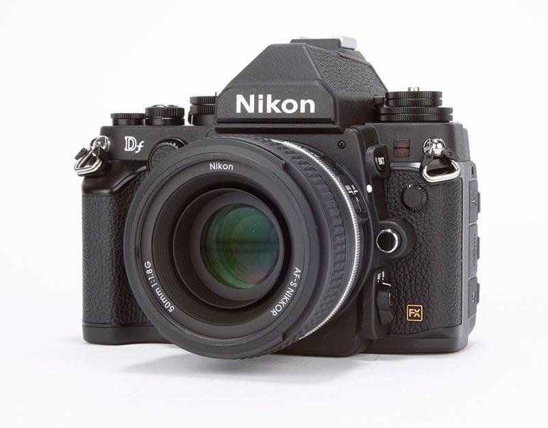 Fujifilm X-T1 vs Nikon Df - Df angled