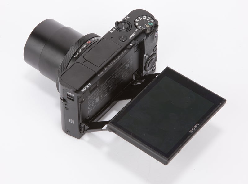 Sony Cyber-Shot RX100 III Review - angled screen