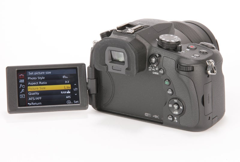 Panasonic Lumix FZ1000 Review - screen out