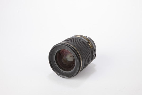 nikon 28mm f/1.8 lens