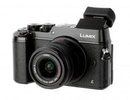 Panasonic Lumix GX8 hands on front view