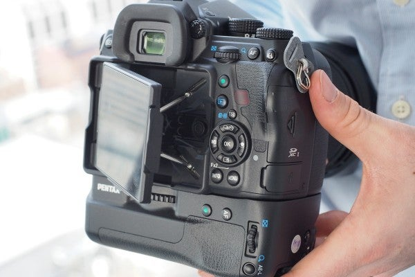 The flextilt screen is held in place by four deceptively strong struts