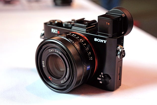 Sony RX1R II - Front right