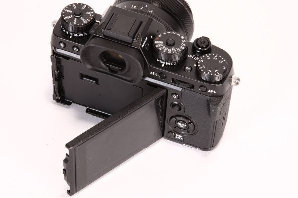 An additional hinge allows the screen to be used as a waist-level finder in portrait format