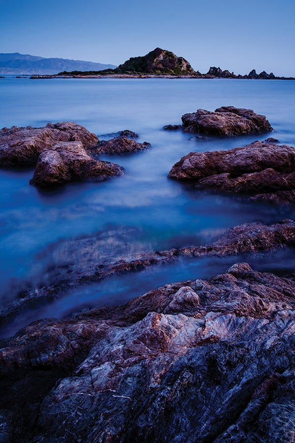 Island Bay, Wellington, New Zealand. The 18mm f/2 lens is ideal for taking landscape photographs. 90 seconds @ f8, ISO 200, X-Pro 1
