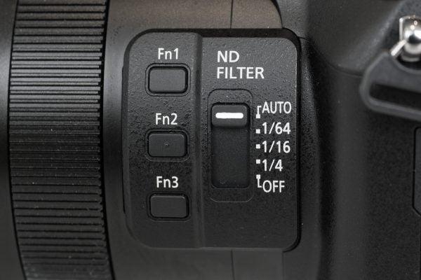 Panasonic FZ2000 lens controls