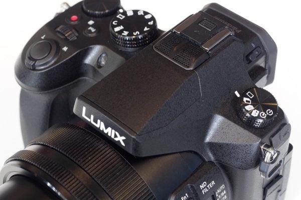 Panasonic FZ2000 vs Sony RX10 III - What Digital Camera